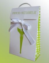 Papiertragetaschen, bedruckt, mit Satinbandverschluss