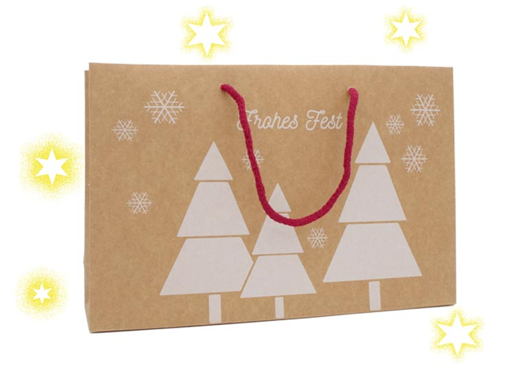 Weihnachtstragetaschen Frohes Fest aus Papier kraft braun 200 Gramm in der Größe 37 x 9 x 24 cm bedruckt mit Weihnachtsbaum und Schneekristall als Griff dient eine Kordel aus Baumwolle in rot