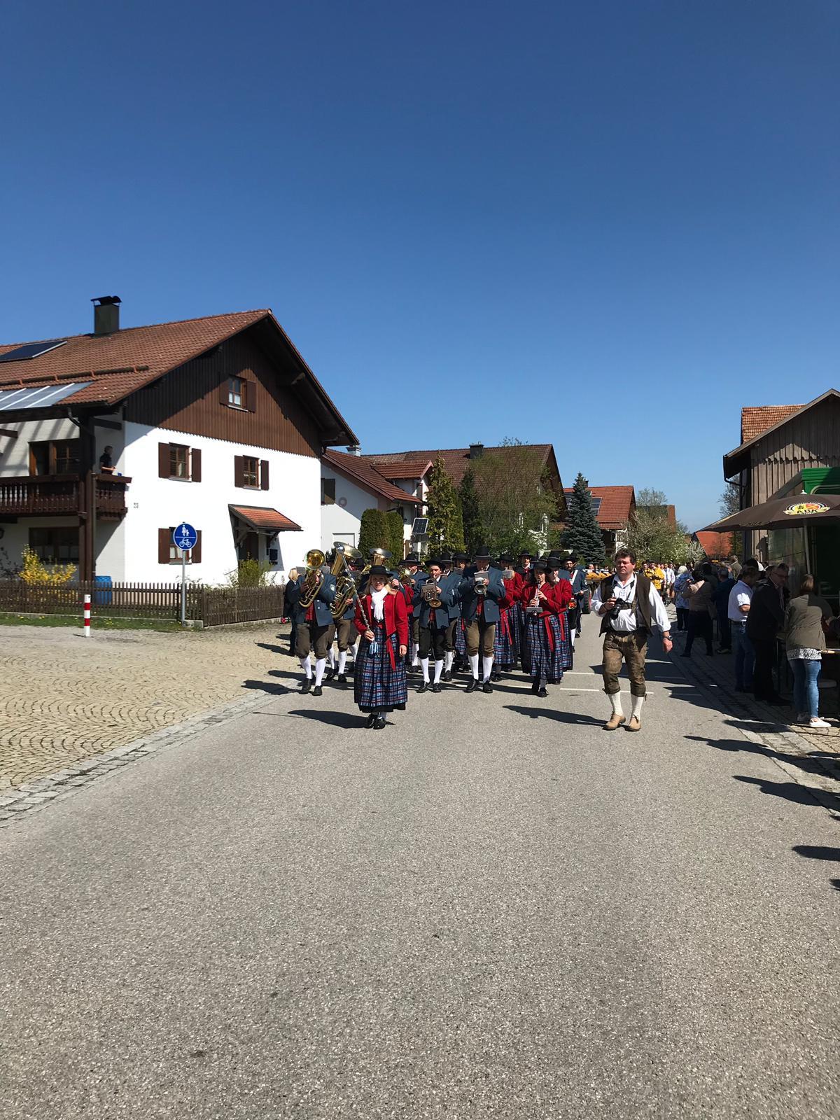 Einmarsch zum Dorfplatz