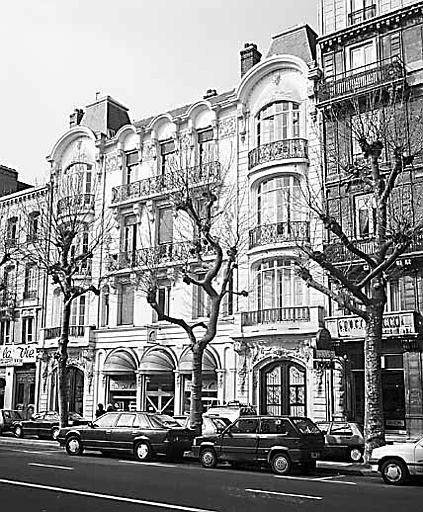 Immeuble de la Compagnie Générale Transtlantique  construit en 1904, restauré en 1998 pour le compte de France Télécom. 89 bd de Strasbourg