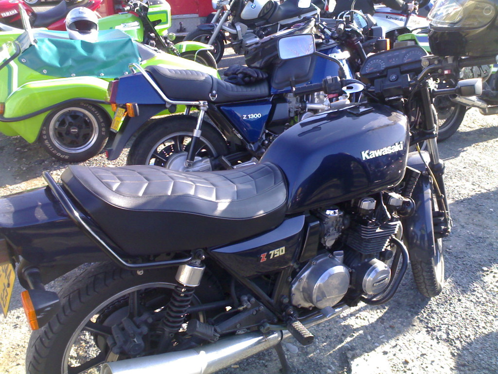 UNE Z 750