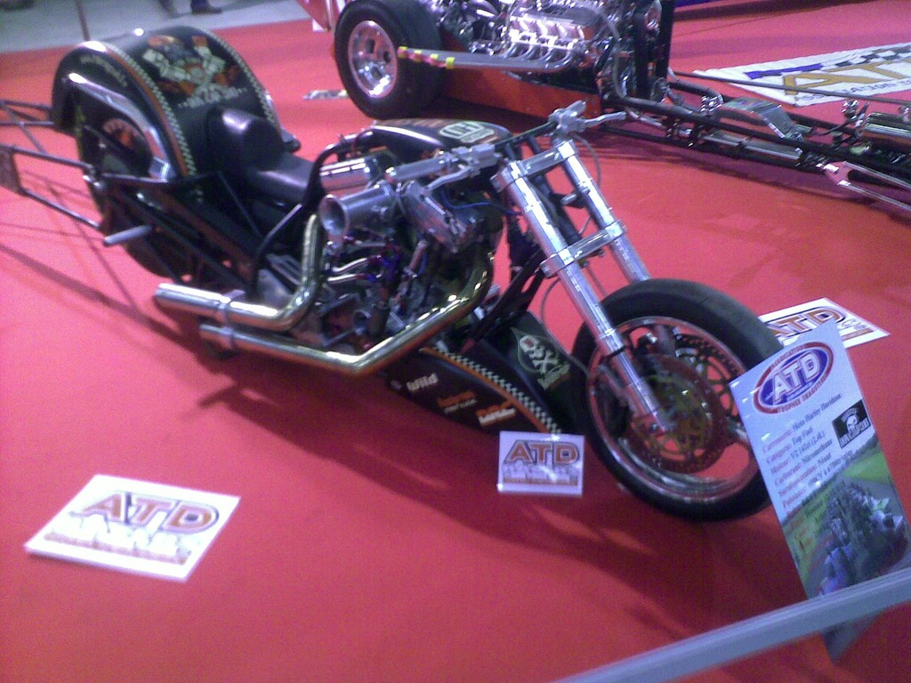 600 CV pour ce dragster.... HARLEY !!!...