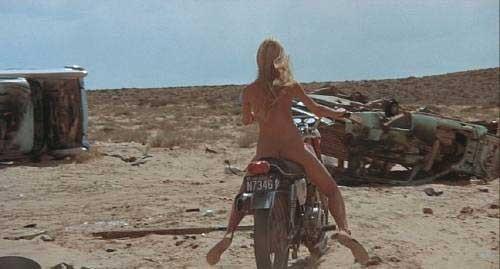 jeune arabe nue femme nue a quatre pattes