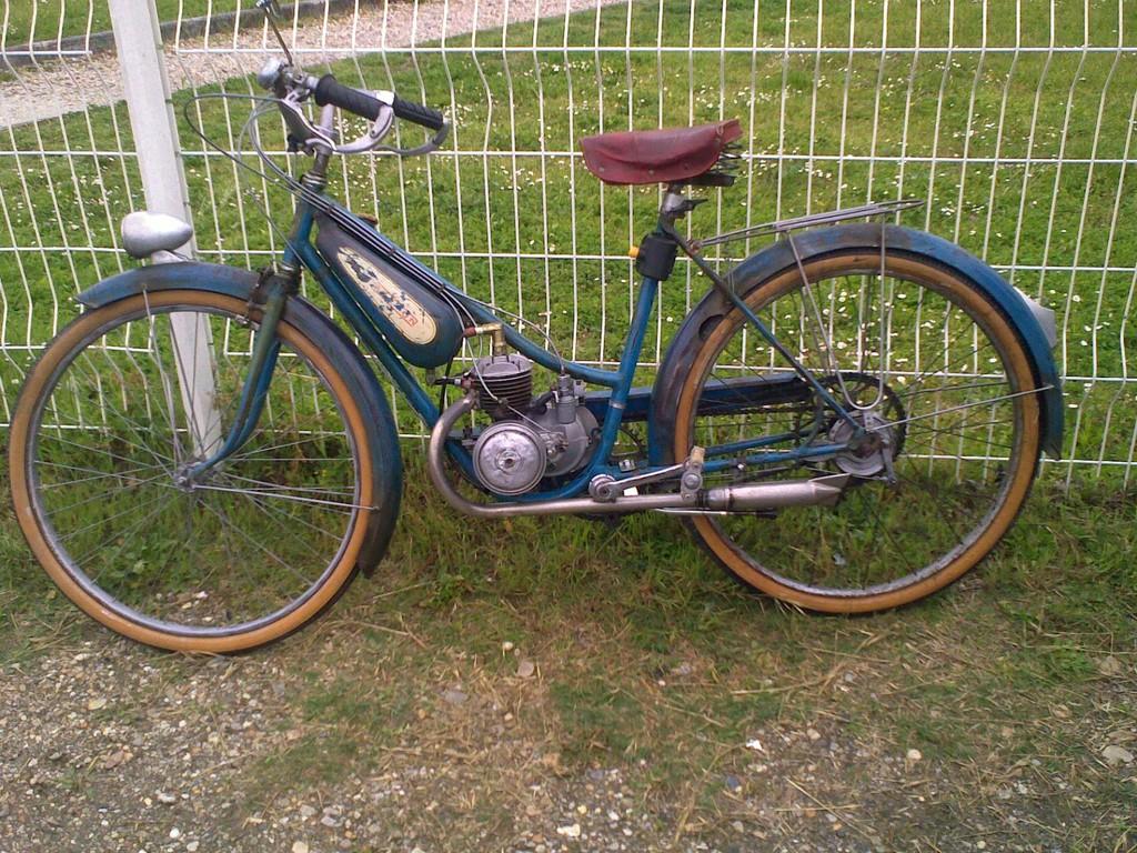 ET POUR FINIR, RETOUR sur 2 ROUES :Un vieux cyclo...