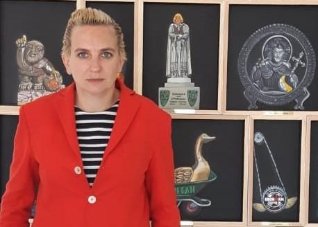 Deborah Sengl bei der Ausstellungseröffnung im Kunstraum Walker, September 2018 ©Galerie Walker