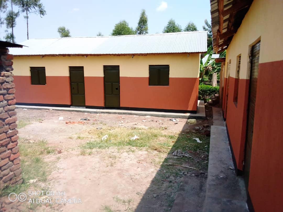 Der erste Schulkomplex der Vine Parents Nursery & Primary School ist fertig!