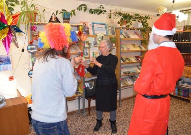 Весёлый конкурс с участием Деда Мороза