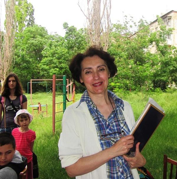 Толчева Ирина Дмитриевна - постоянная и преданная читательница библиотеки