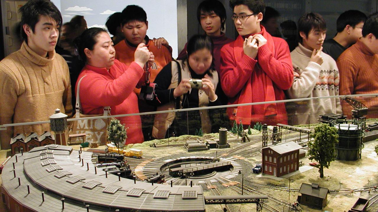 2006: Das Bahnbetriebswerk beeindruckt die Gäste aus Shanghai immer wieder