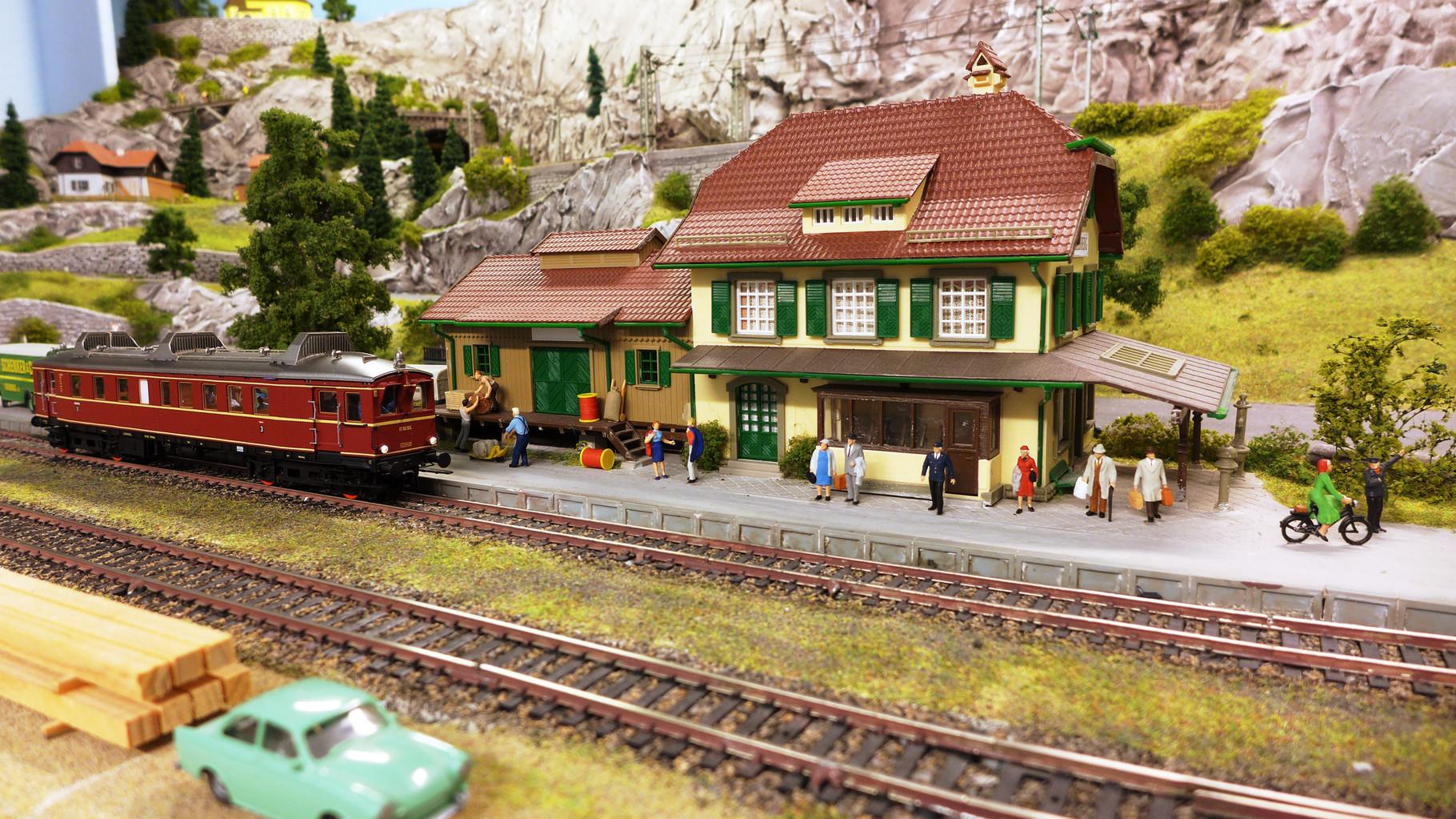"""Für meinen Bhf. RIEDBERG habe ich das Vollmer-Modell (Art.Nr.43515) """"Bahnhof Därligen"""" verwendet."""