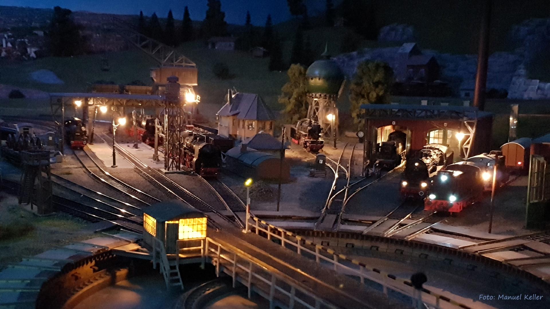 Bahnbetriebswerk-BADEN-BADEN bei Nacht
