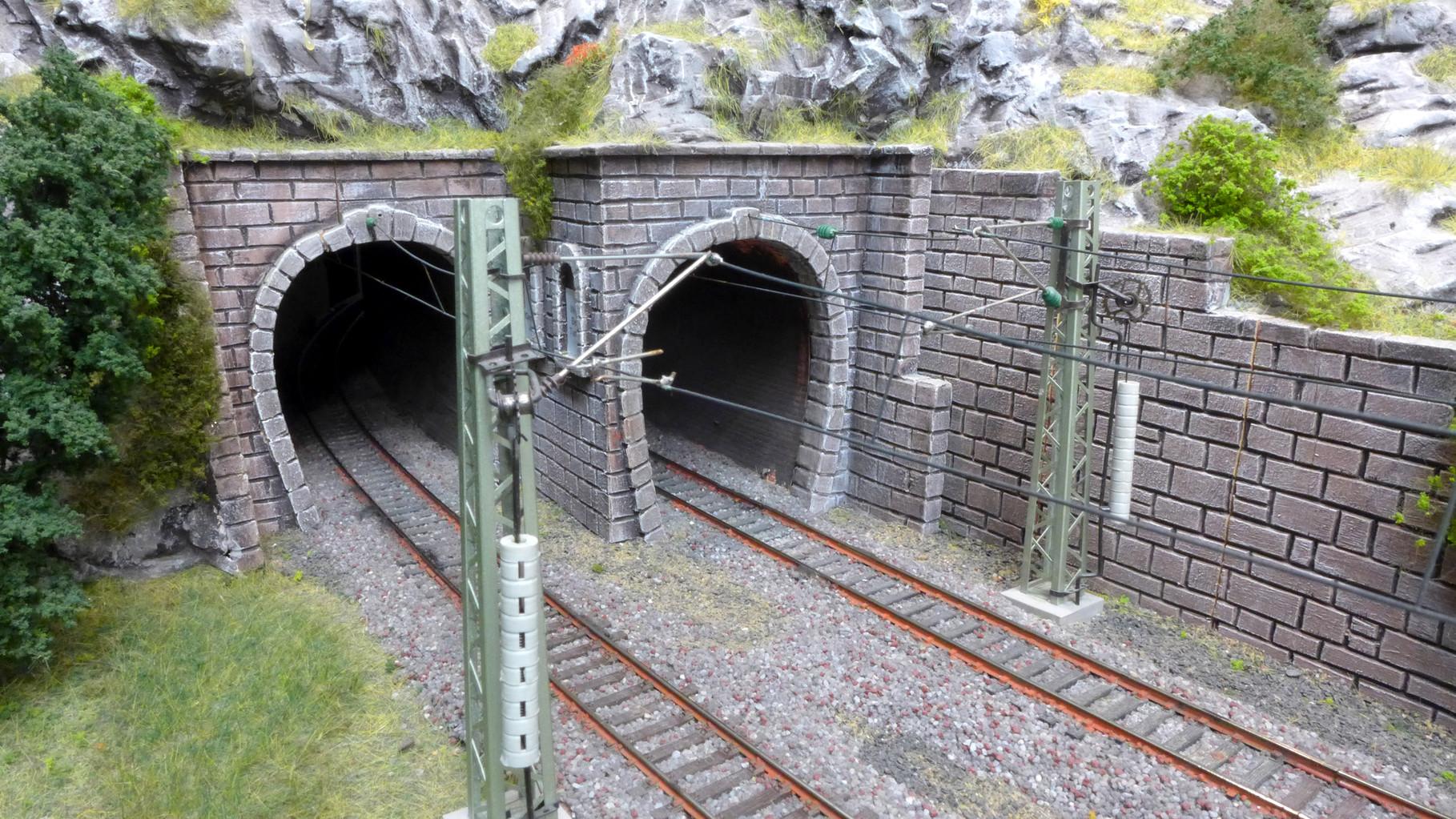 Tunneleinfahrt auf der Altbaustrecke