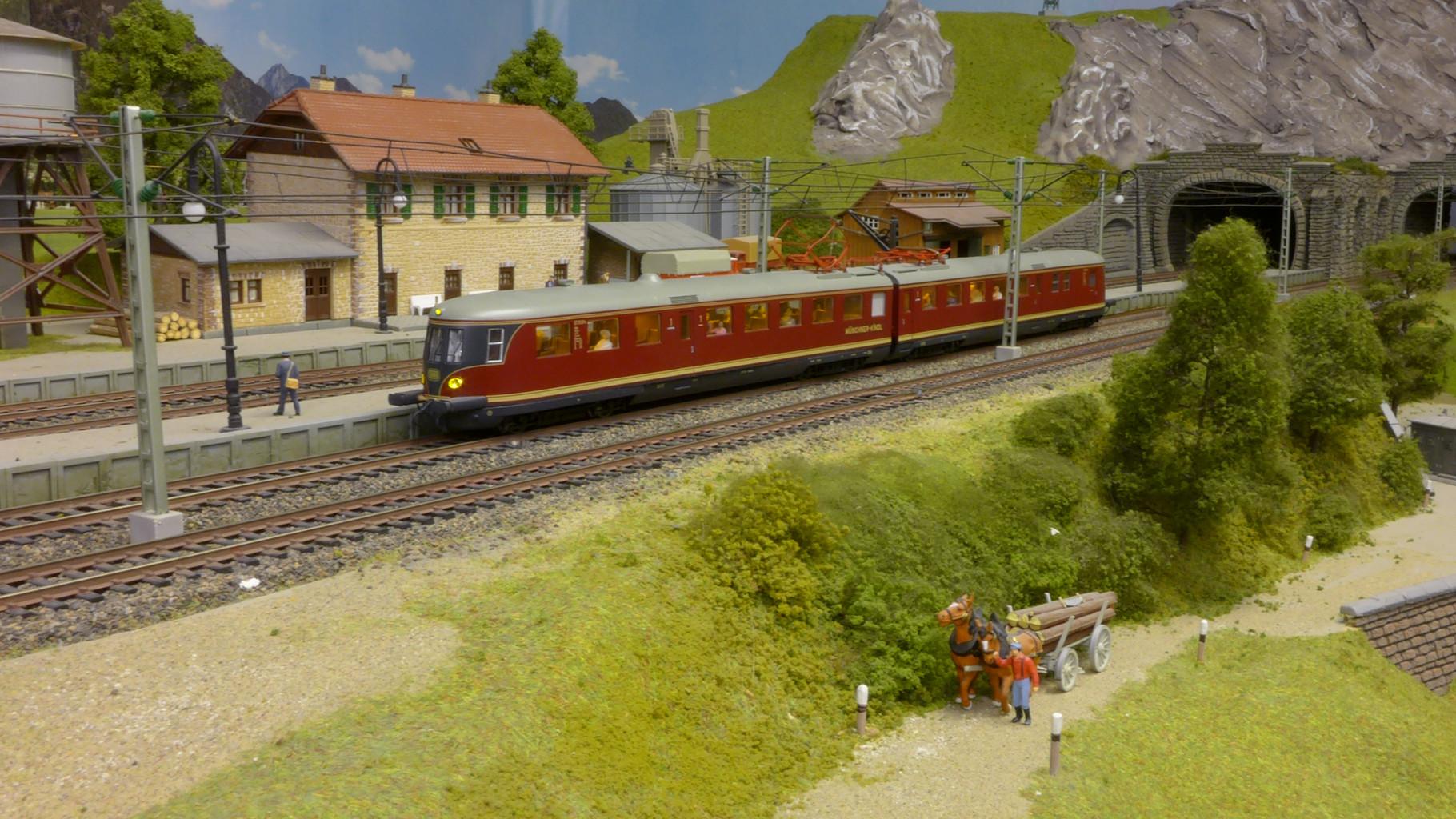 """L133544 • Elektrischer Triebzug ET 11 03 """"MÜNCHNER KINDL"""", DB, Epoche III von Liliput"""