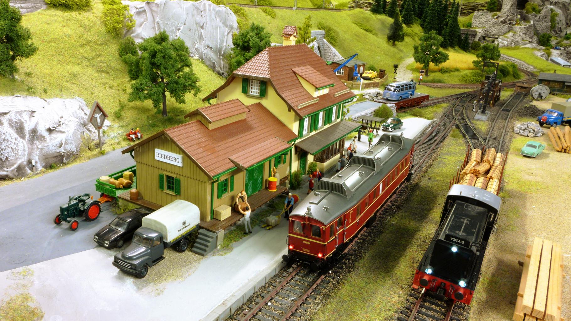 Mein Nebenbahnhof RIEDBERG mit VT 66 904 (von BRAWA) und V 36 413 (Modell plus von Lenz)