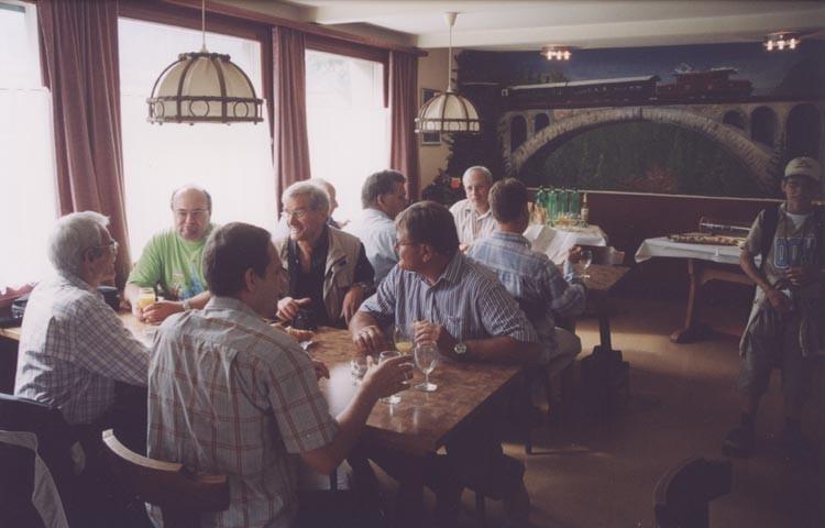 """Mit einem köstlichen Apero startete in Chur im Restaurant """"Rhätische Bahn"""" das 2. schweizer WDP-Treffen mit Dr. Peter Peterlin"""