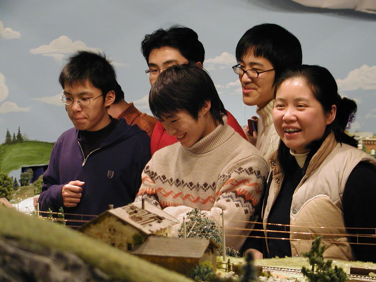 2006 Die Gäste aus Shanghai sind sehr beeindruckt vom perfekten Lanschaftsbau
