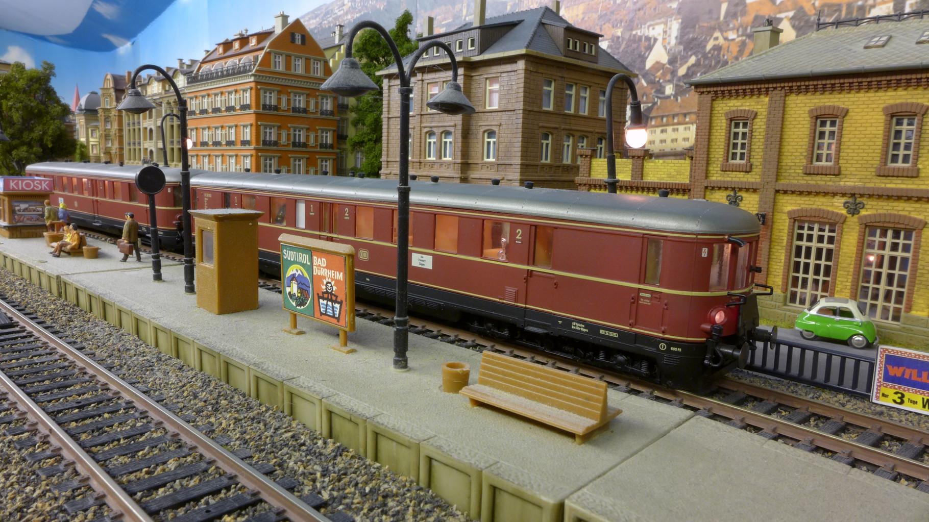 VT 25 (von Liliput) hat Abfahrt nach Mittelheim