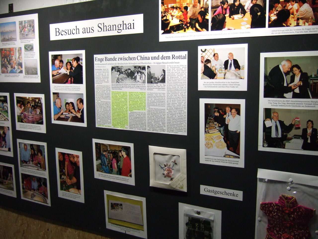 2010: Schautafel informiert über die früheren Besuche aus Shanghai