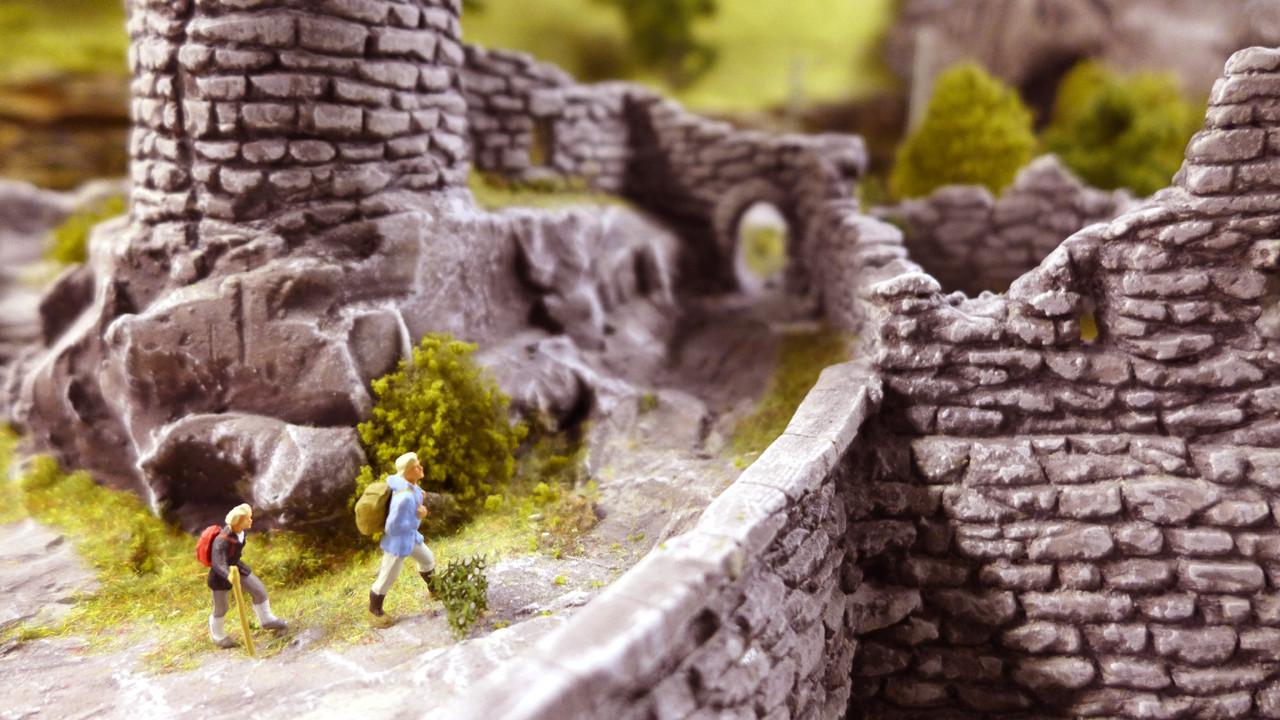 Die Ruine ist aus Modellgips modelliert