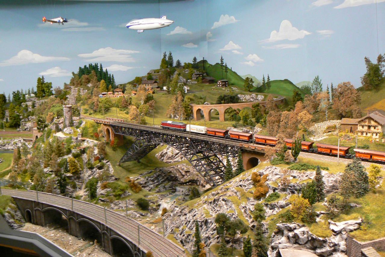 Die J52 und der Zeppelin begegnen sich über dem Waldfest