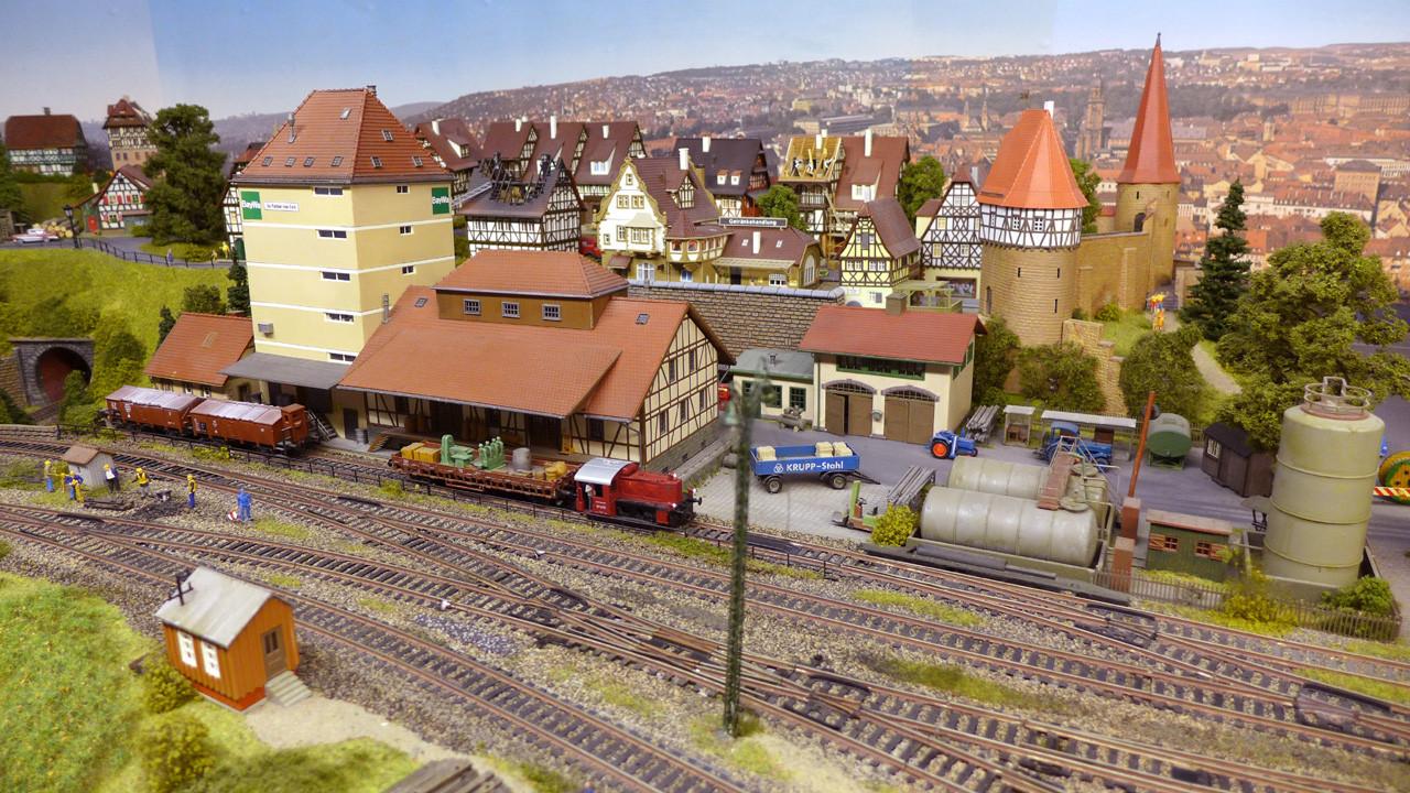 Baden-Baden-West mit BAYWA-Lagerhaus und Fachwerkstadt