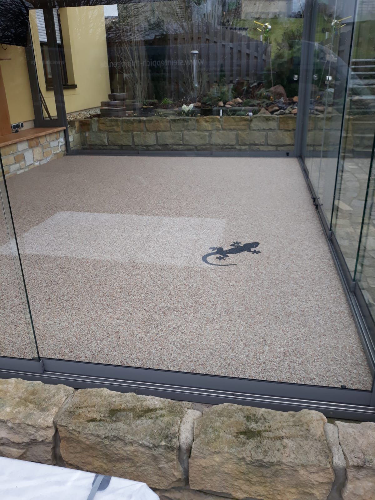 Wintergarten in arabescato Steinteppich und Geccko