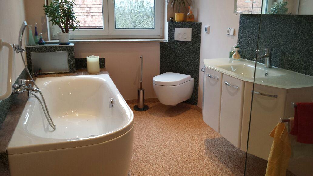 Steinteppich im Bad! keine Tapsen, keine Flusen, rutschfest, fugenlos, pfegeleicht u. modern