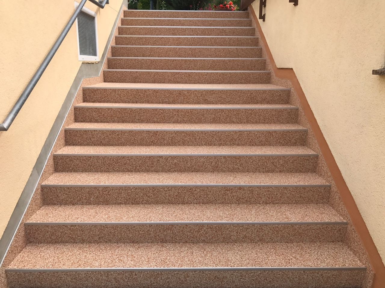 große Treppe mit Steinteppich in Weimar