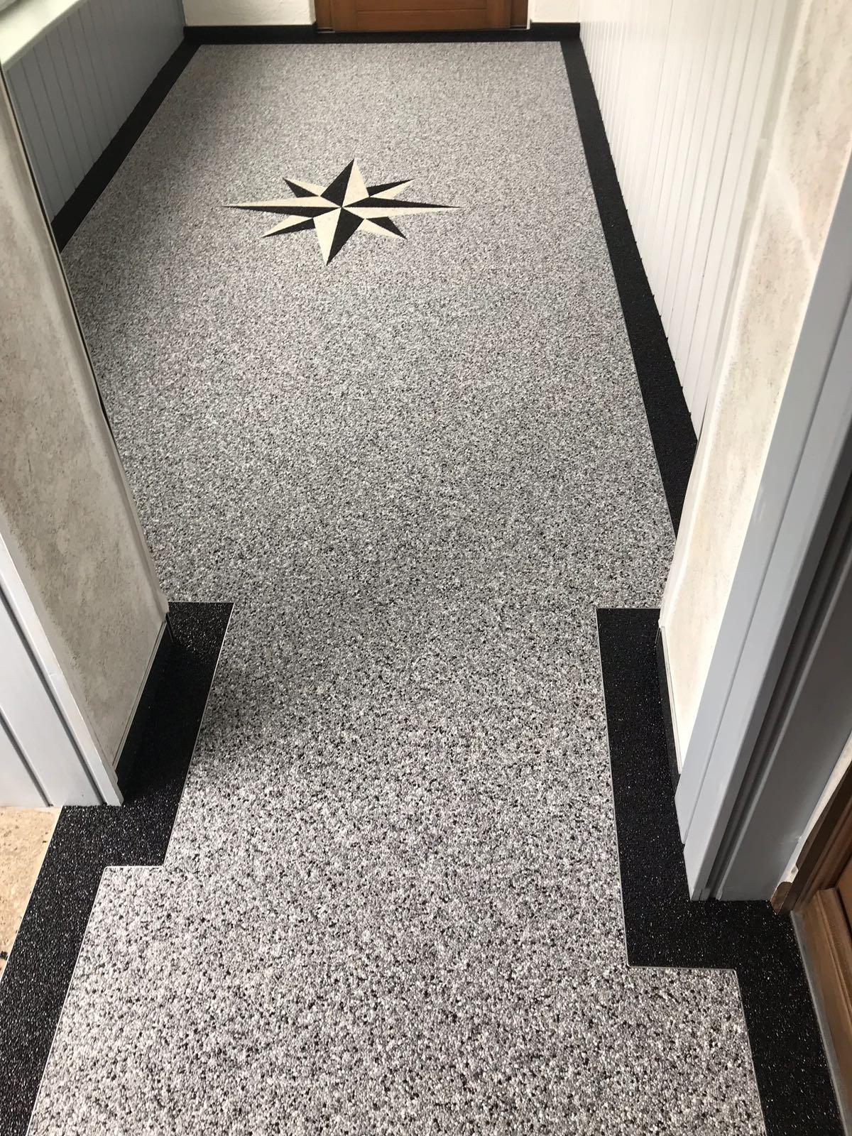 innovativer Steinteppich im Flur