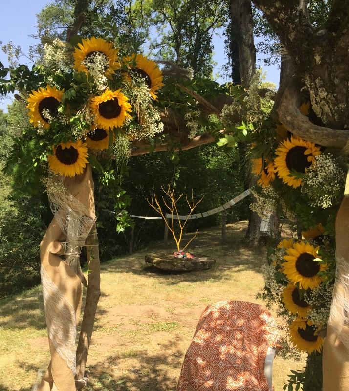 arche fleurie champêtre avec tournesols