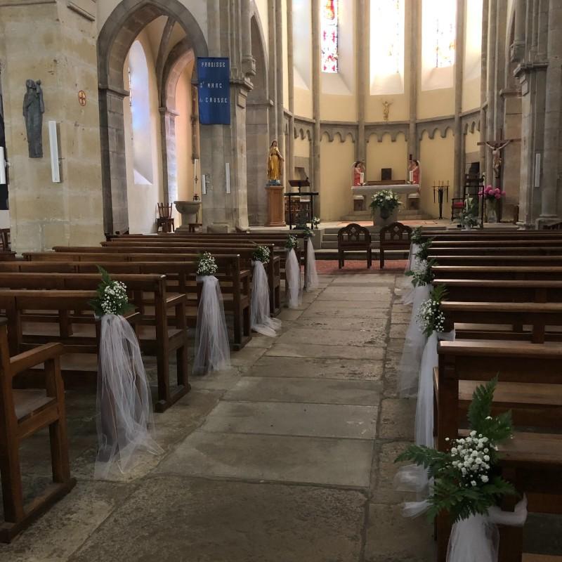 Allée d'église forêt enchantée