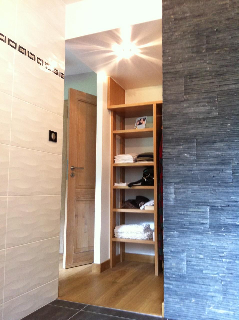 salle de bains après, ouverture sur la chambre