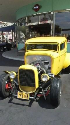 USJのメルズドライブイン前の車。映画「アメリカングラフィティ」でジョン・ミルナ(役名)が乗ってたものですね。この映画は大好きで、高1の頃に何回も観ました。