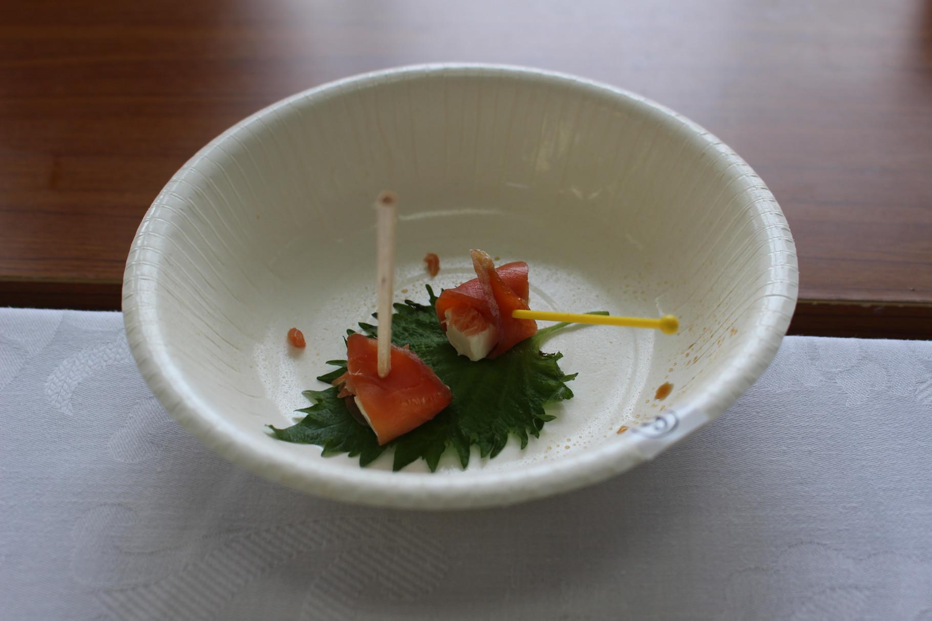 リハ大作業療法を学ぶ者たち作品名:安心してください、鮭の生ハム巻いてますよ!