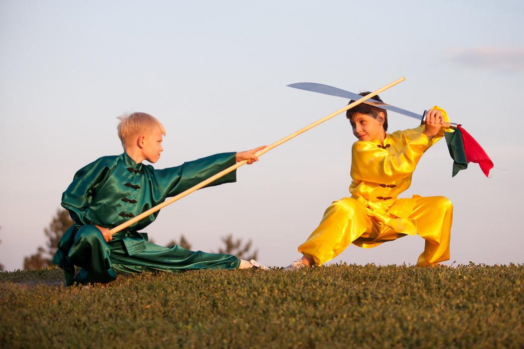 ушу, дуйлянь с оружием (шест (гунь) и меч (дао))
