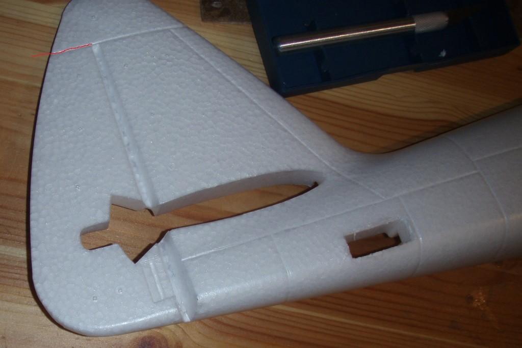 Ruderspalt der bei Verwendung des Seitenruders freizuschneiden ist
