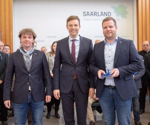 v.l. Alexander Scheid, Ministerpräsident Tobias Hans, Ortsvorsteher Timo Backes