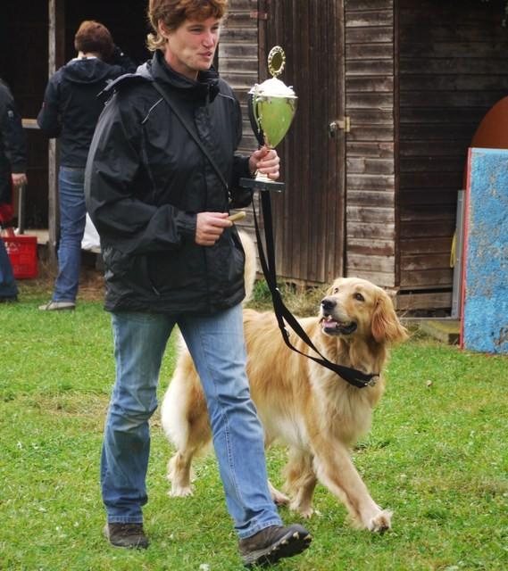 V1, schönste Hündin und BOB (Best of Breed)