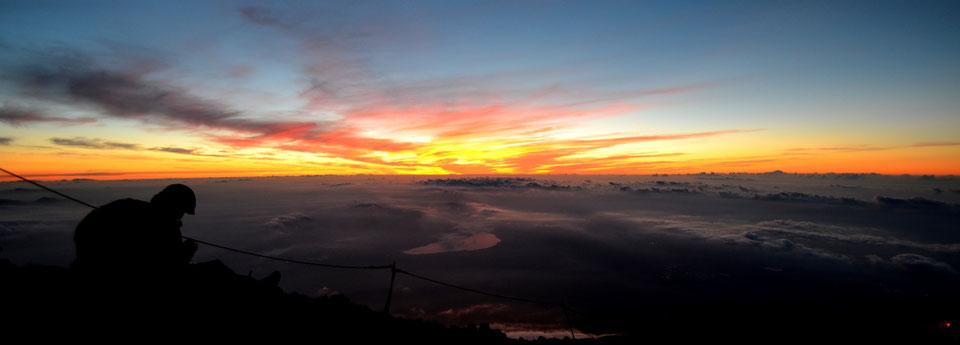 Vue depuis le sommet du Mont Fuji - - By Trip85.com