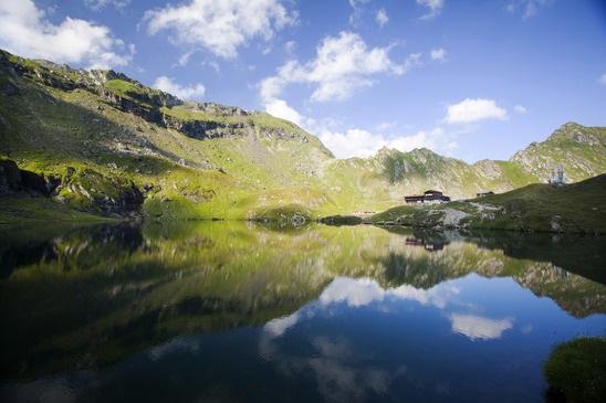 Glacier lake and high mountains reflecting in water - PhotoDune - erika8213