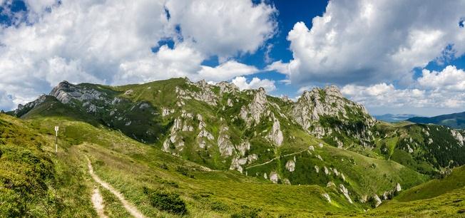 Les montagnes des Carpates en Roumanie - Emicristia - Photodune