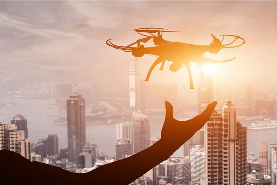 Utiliser un drone en ville devient de plus en plus compliqué ! - Credit Photo : Photodune - Elwynn