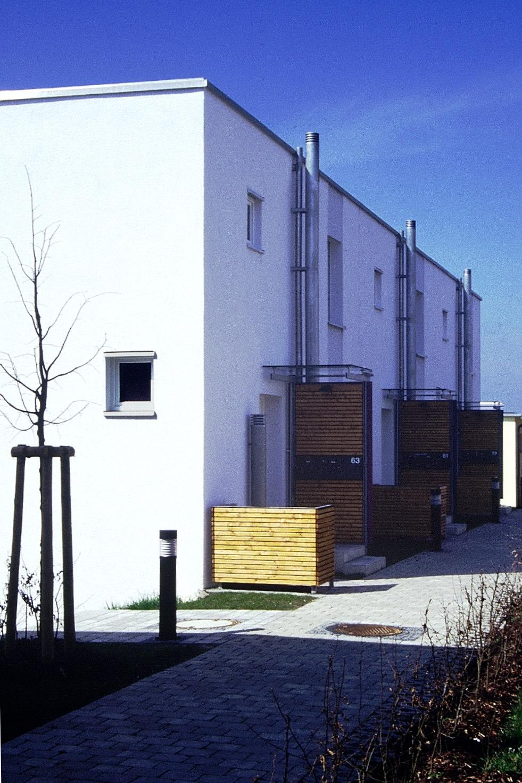Nordseite: einfach, aber mit differenzierten Vorbauten