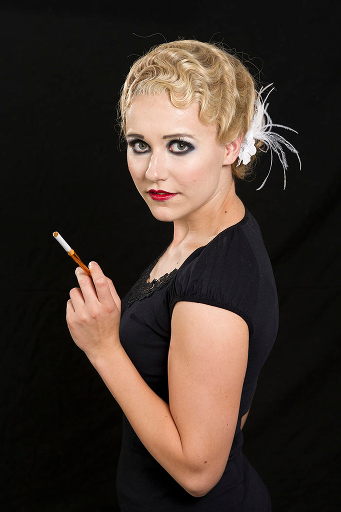 20er Jahre Make-up mit Perrücke