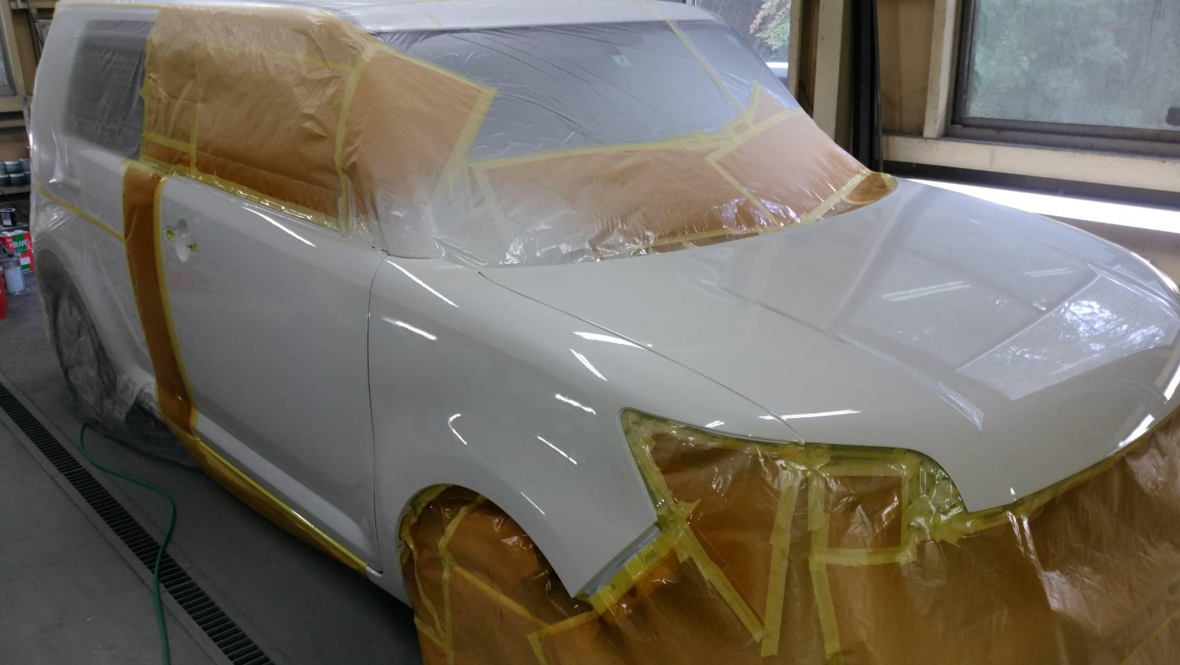 塗装施工後、耐水ペーパーで研ぎ作業、バフ掛け磨き後、各部品を組み付けて完成