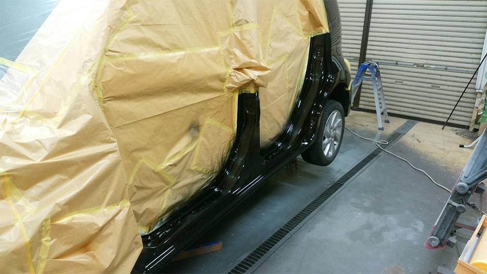 鈑金作業、サフェーサー塗装後、塗装作業
