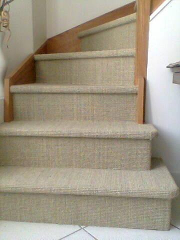 Pose d'un sisal naturel dans escalier