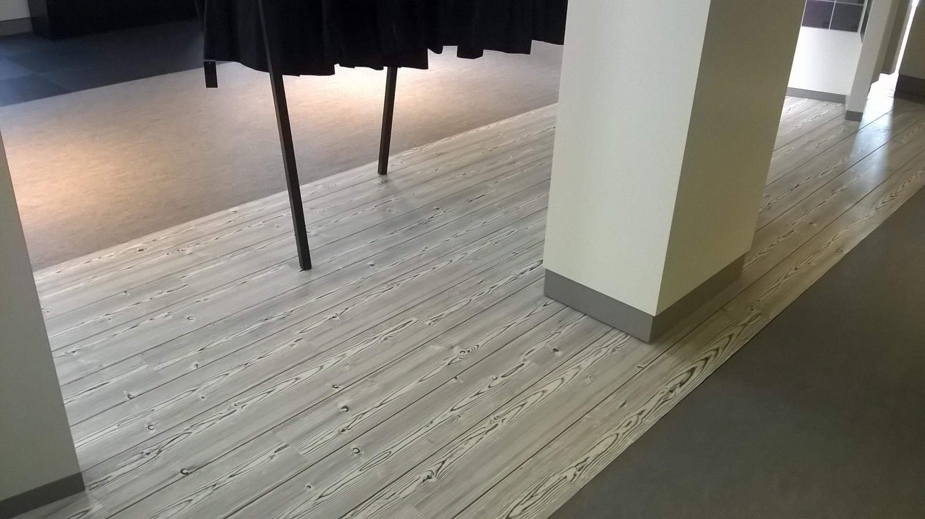 Pose de lames PVC avec joint de couleur