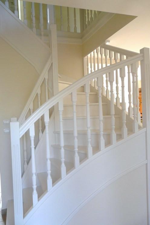 Peinture satinée sur escalier en bois