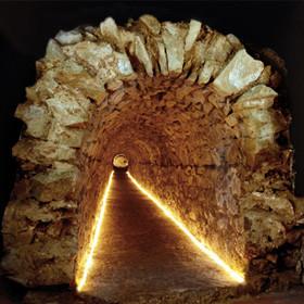 Conducción de agua construida con vuelta de cañón en la época del emperador Tiberio (14-37 dC) para proveer de agua a Baétulo (Badalona)
